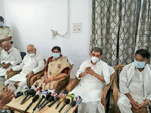 सर्किट हाउस में प्रेस कांफ्रेंस के दौरान जदयू संसदीय दल के अध्यक्ष उपेंद्र कुशवाहा। - Dainik Bhaskar