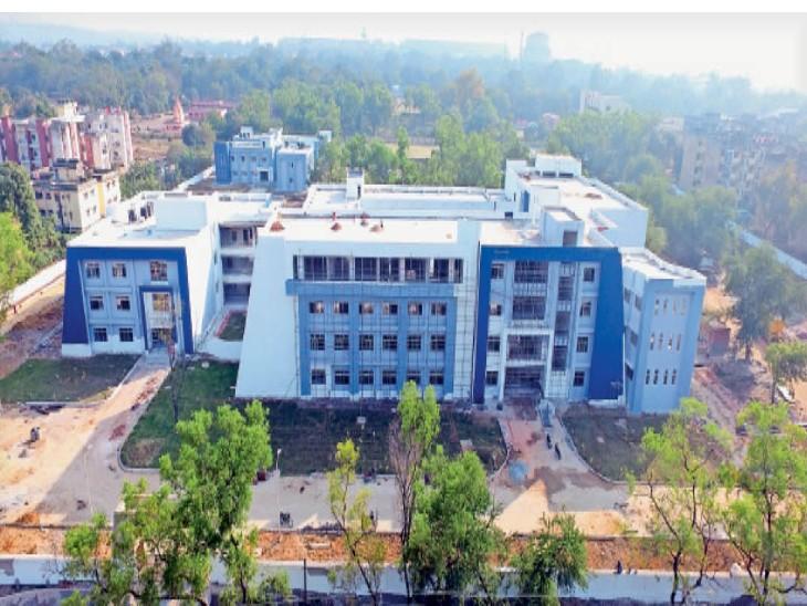 सिदगोड़ा में प्रोफेशनल यूनिवर्सिटी का भव्य भवन। - Dainik Bhaskar
