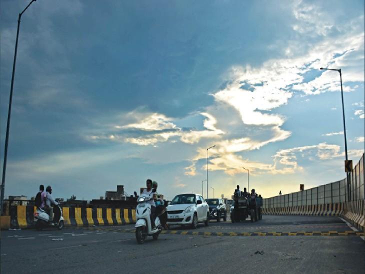एलीवेटेडे रोड पर शाम 6 बजे छाए बादल। - Dainik Bhaskar