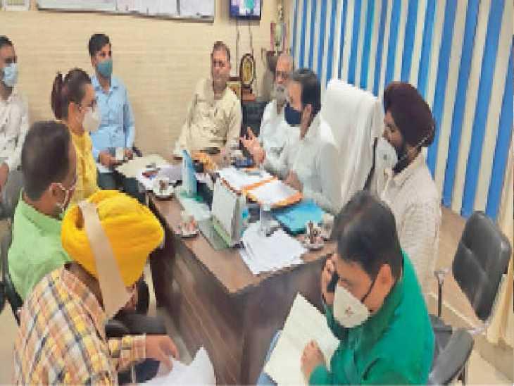 कोरोना से ज्यादा डेंगू का कहर, ग्रामीण इलाकों से अधिक मरीज शहर में मिल रहे, सर्वे जारी - Dainik Bhaskar