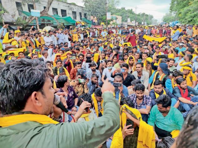 समाजजन महेंद्र कन्नौज ने हत्या का केस दर्ज करने की मांग की। - Dainik Bhaskar
