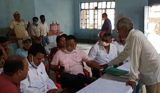 प्री-शिविर में समस्याएं लेकर पहुंचे 47 जने, परिषद की टीम ने दिखाया रास्ता, सभापति बोले : अबकी बार ऑनलाइन आवेदन और पट्टा|बांसवाड़ा,Banswara - Dainik Bhaskar