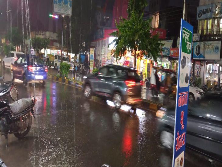 बादल, रिमिझम बारिश के साथ खिली धूप, इंदौर में दो इंच बारिश दर्ज, मौसम वैज्ञानिक बोले-गुरुवार को होगी अच्छी बारिश|इंदौर,Indore - Dainik Bhaskar