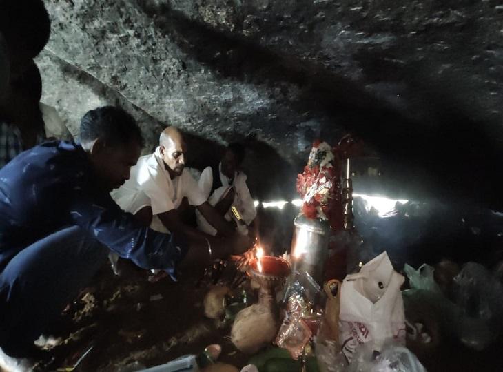 पहले दिन ही लगा भक्तों का तांता, MP और ओडिशा से मुराद लेकर पहुंचेश्रद्धालु; माता की दहलीज पर मन्नतों की कतार|जगदलपुर,Jagdalpur - Dainik Bhaskar
