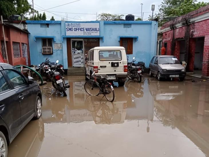 वैशाली में सदर अस्पताल परिसर में जलजमाव, मरीजों के साथ-साथ डॉक्टर को भी हो रही है दिक्कतें|बिहार,Bihar - Dainik Bhaskar