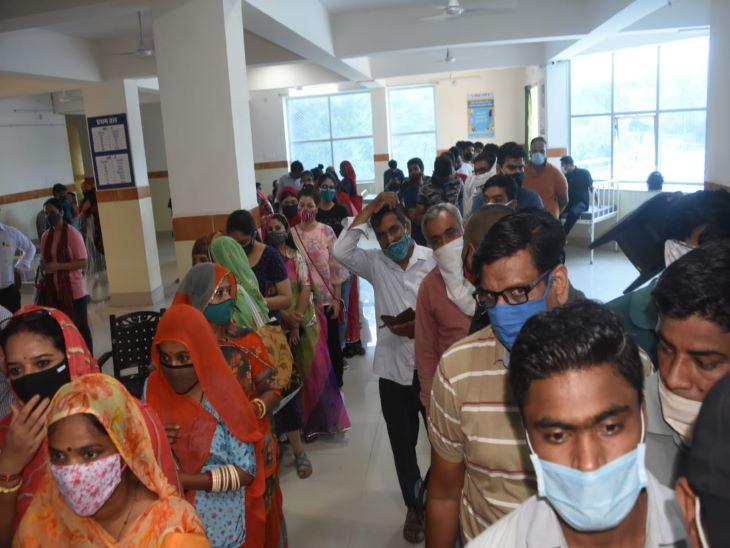 टीका लगवाने वालों की देर शाम तक लगी रही कतारें, एक दिन में 3 लाख लोगों के वैक्सीनेशन के साथजोधपुर ने बनाया नया रिकॉर्ड|जोधपुर,Jodhpur - Dainik Bhaskar