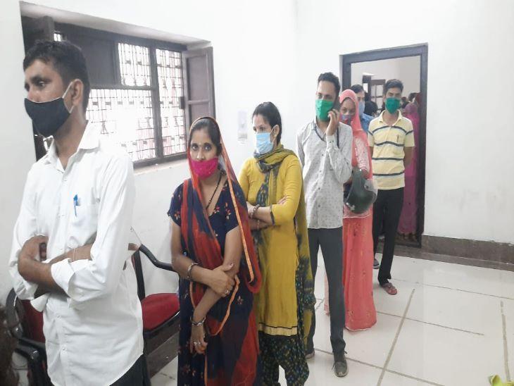 जोर शोर से किया प्रचार, लोग उमड़ पड़े; टारगेट से पहले वैक्सीन खत्म, वैक्सीन आने में पांच घंटे का समय लगेगा|जोधपुर,Jodhpur - Dainik Bhaskar