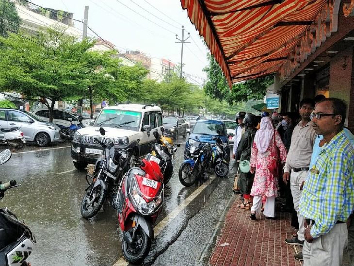 पटना में रुक-रुककर हो रही बारिश से मौसम में ठंडक; गया, मुजफ्फरपुर सहित बिहार के सभी जिलों में तेज हवा के साथ बारिश आसार बिहार,Bihar - Dainik Bhaskar