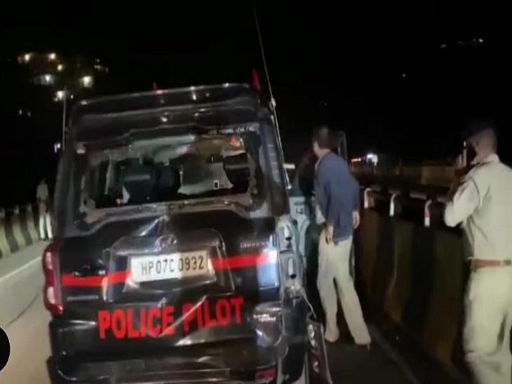 हिमाचल के राज्यपाल के काफिले में चल रही पायलट गाड़ी को ट्रक ने मारी टक्कर। - Dainik Bhaskar