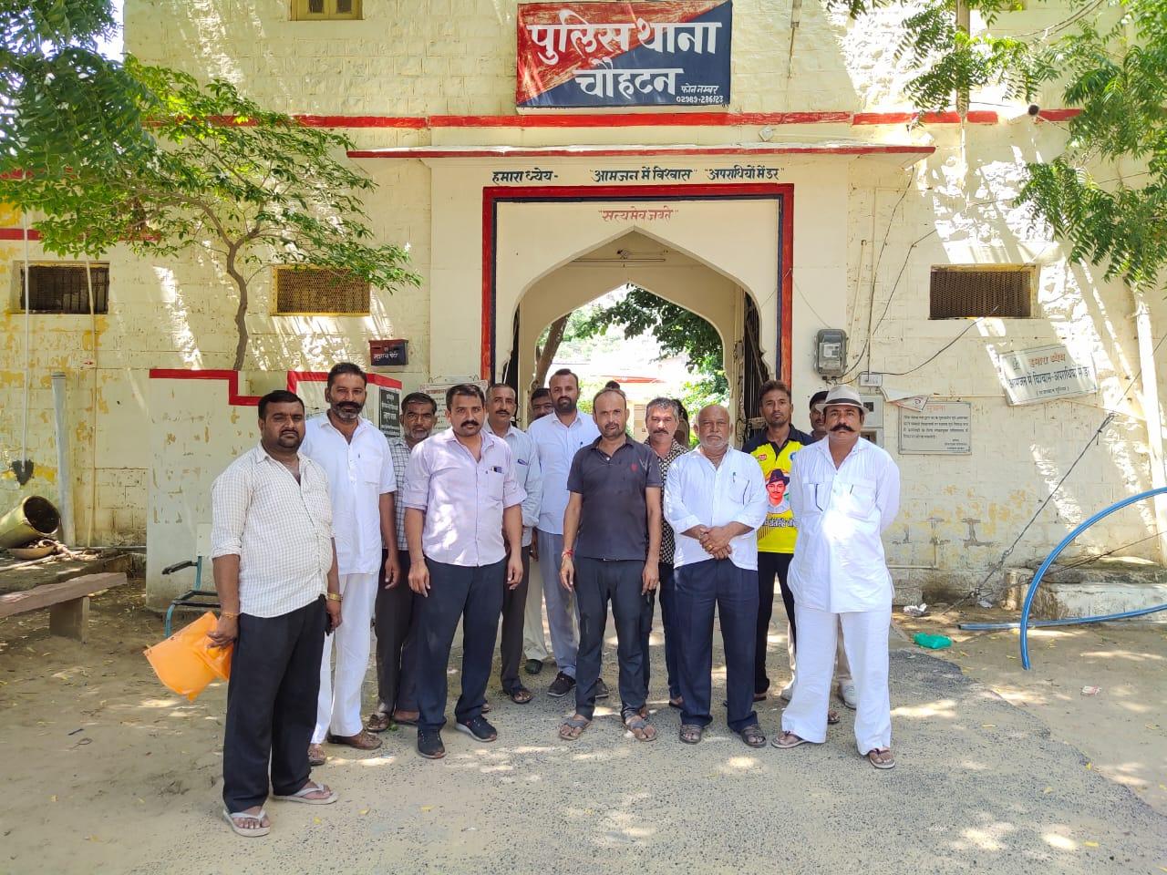 दुकान में घुसकर चार बदमाशों ने व्यापारी से मांगे शराब के लिए रुपए, मना करने पर व्यापारी के साथ की मारपीट|बाड़मेर,Barmer - Dainik Bhaskar