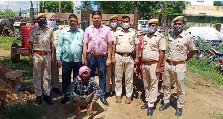 अलवर के पास जटियान में अवैध खनन के दो ट्रैक्टर पकड़े, जिनमे 6 टन से ज्यादा पत्थर भरा मिला|अलवर,Alwar - Dainik Bhaskar