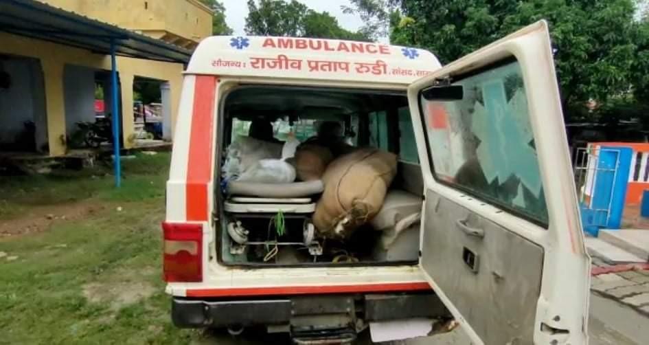 छपरा में पंचायत चुनाव से पहले मरीज की जगह दारू ढोते पकड़ी गई; तेजस्वी ने कसा तंज- अब कहने को बचा ही क्या?|छपरा,Chhapra - Dainik Bhaskar
