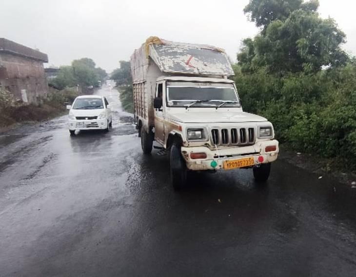 बीड़ी बेचकर लौट रहे ड्राइवर और मुनीम को पीटा, आंखों में मिर्च झाेंक लूटे साढ़े तीन लाख रुपए|उज्जैन,Ujjain - Dainik Bhaskar