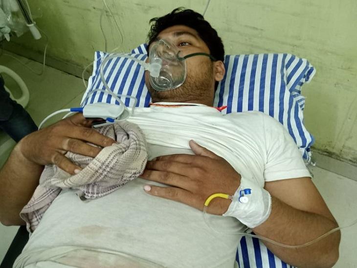 चौहट्टा चौक के पास अपराधियों ने सेल्समैन से लूट की कोशिश की फिर मार दी गोली, गंभीर हालत में भर्ती|हाजीपुर,Hajipur - Dainik Bhaskar