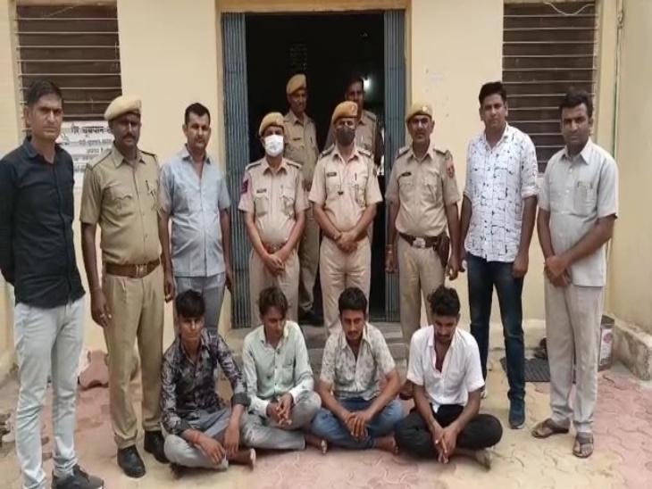 घर के बाहर से बोलेरो में किडनैप कर ले गए थे, कई जगह ले जाकर मारपीट की, भाई के खिलाफ दर्ज मुकदमे में राजीनामे के लिए मांगे 15 लाख|जालोर,Jalore - Dainik Bhaskar