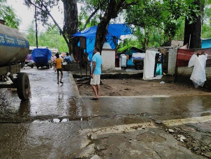 यह मांडवा की सुबह 2 बजे की तस्वीरें।  पूरी तरह से जलभराव था।