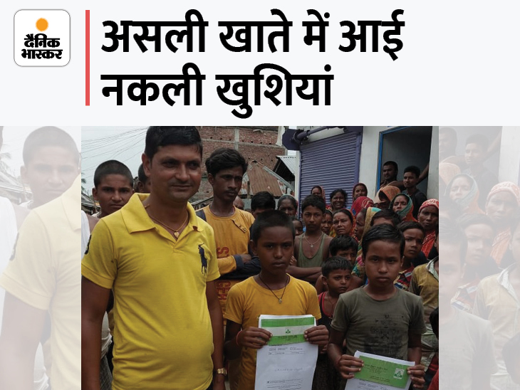 परिजन और ग्रामीणों के साथ दोनों बच्चे। - Dainik Bhaskar