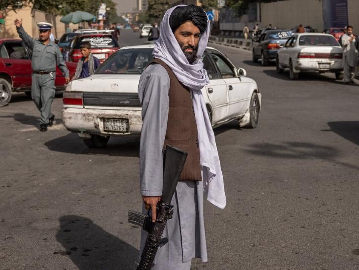 अफगानिस्तान में फिलहाल रेग्युलर आर्मी नहीं है। शहरों और सरहदों पर तालिबान ही तैनात हैं। इनके पास कुछ नए और कुछ पुराने हथियार हैं।