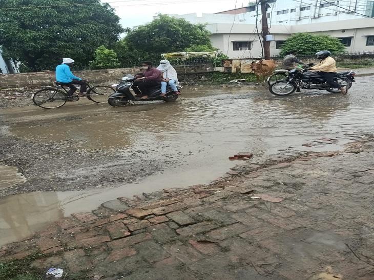 3 दिन से अंधेरे में डूबा हरिहरपुर घराना, लगातार हो रही बारिश से 8 घंटे बिजली आपूर्ति बाधित, जनजीवन बुरी तरह प्रभावित|आजमगढ़,Azamgarh - Dainik Bhaskar