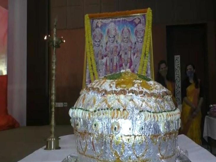 प्रधानमंत्री नरेंद्र मोदी की जन्मदिन की पूर्व संध्या पर 71 किलो लड्डू का केक काटा गया।