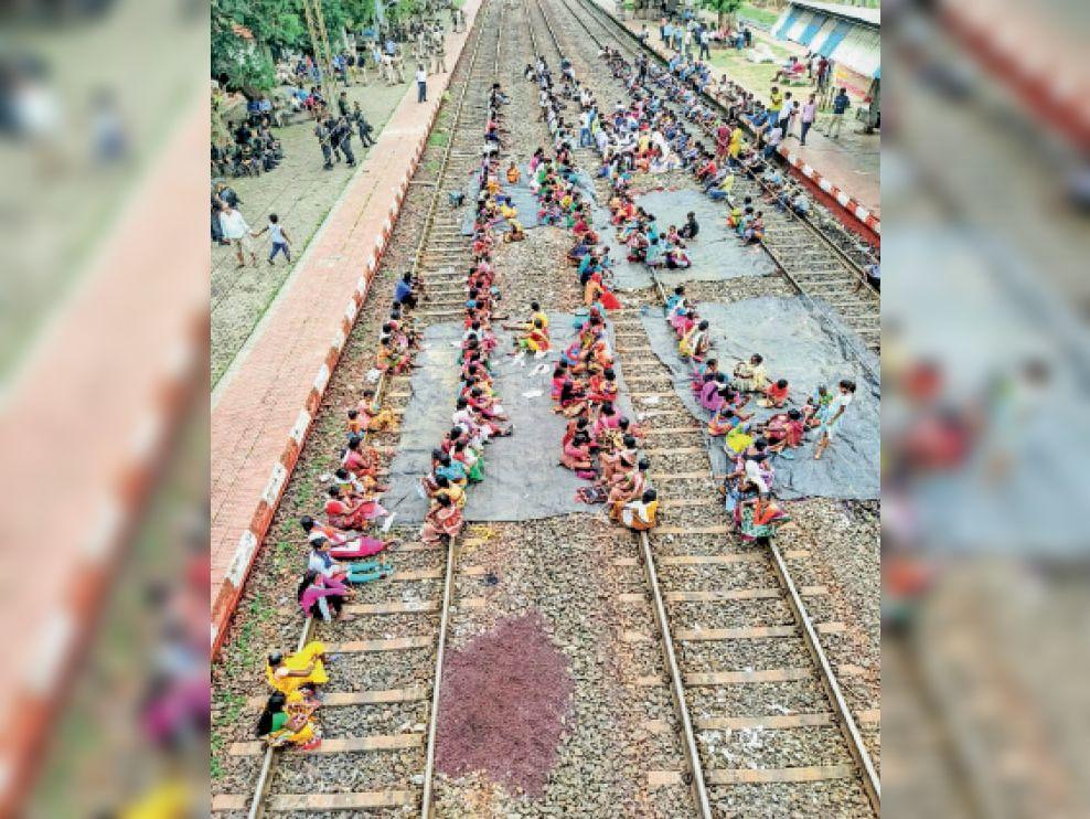 ओडिशा के गारपोष में आंदोलनकारी। - Dainik Bhaskar