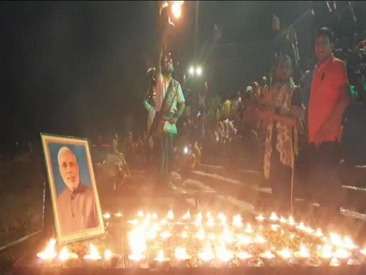 प्रधानमंत्री के जन्मदिन की पूर्व संध्या पर अस्सी घाट पर मां गंगा की विशेष आरती की गई। - Dainik Bhaskar