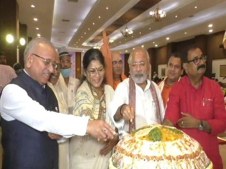 PM मोदी के 71वें जन्मदिन की पूर्व संध्या पर बनारस में उत्सव का माहौल।