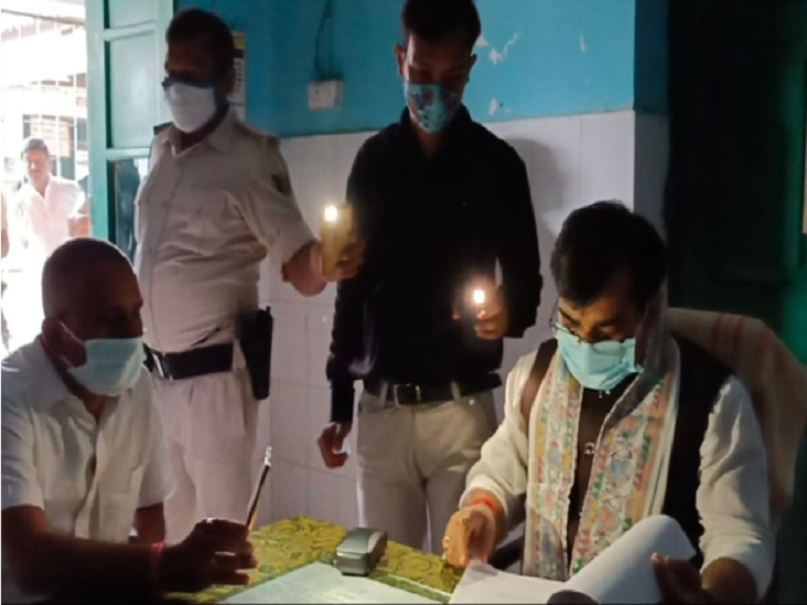सहरसा सदर अस्पताल में बेड पर नहीं दिखा चादर तो मंत्री जीवेश मिश्रा बिफरे, फाइल पढ़ने गए तो गुल हो गई बिजली|सहरसा,Saharsa - Dainik Bhaskar
