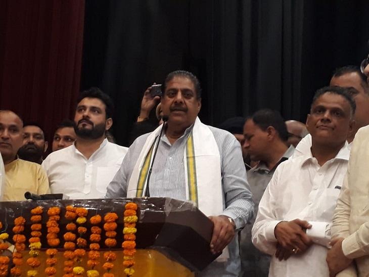 कार्यकर्ताओं को संबोधित करते जजपा के राष्ट्रीय अध्यक्ष अजय चौटाला।