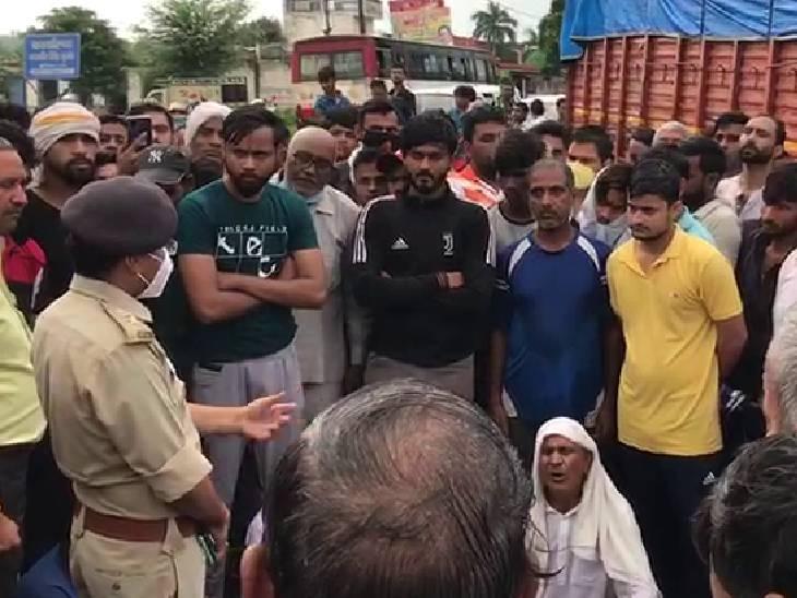 छेड़छाड़ के बाद छोटी बहन को ले जाने की कोशिश, विरोध पर बड़ी को उठा ले गए; आक्रोशित परिजनों ने नेशनल हाइवे जाम किया|गौतम बुद्ध नगर,Gautambudh Nagar - Dainik Bhaskar