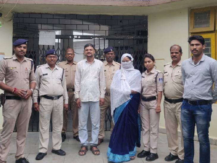 गबन की आरोपी महिला सरपंच महाराष्ट्र सेपकड़ी, जेल भेजा|बैतूल,Betul - Dainik Bhaskar