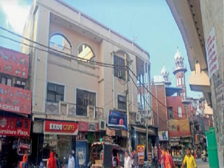 शहर के भिवानी स्टैंड स्थित डॉली सरदार का आवास। - Dainik Bhaskar
