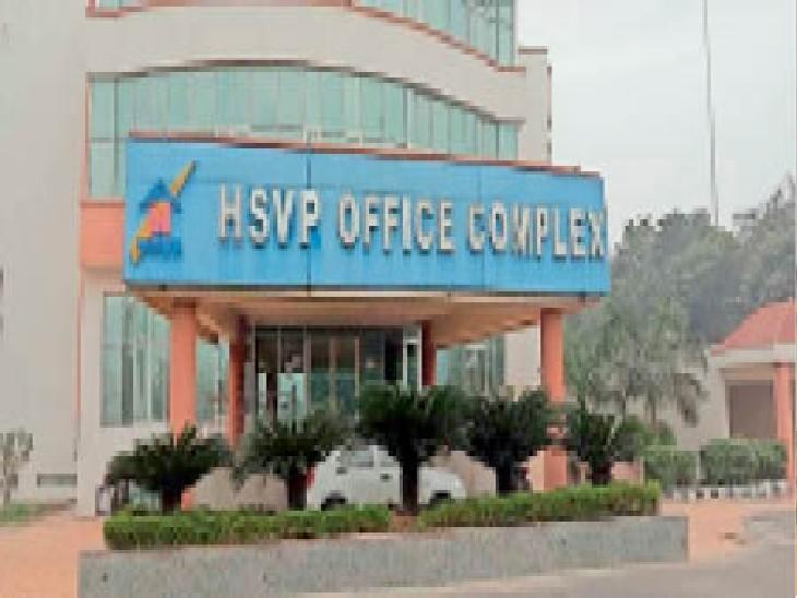 सेक्टर-18 स्थित हरियाणा शहरी विकास प्राधिकरण का ऑफिस। - Dainik Bhaskar
