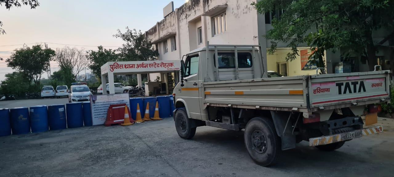 मकड़ौली टोल के पास बाइकसवार 3 बदमाशों ने हथियार दिखाकर JE समेत 5 लोगों से लूटे साढ़े 26 हजार और मोबाइल फोन|रोहतक,Rohtak - Dainik Bhaskar