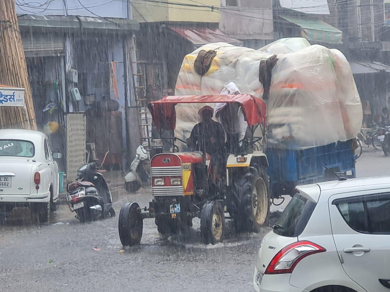 रेवाड़ी से गुरुग्राम तक तेज बारिश, महेन्द्रगढ़ में बूंदाबांदी; कई जगह जलभराव, फसलों के लिए भी नुकसानदायक|रेवाड़ी,Rewari - Dainik Bhaskar