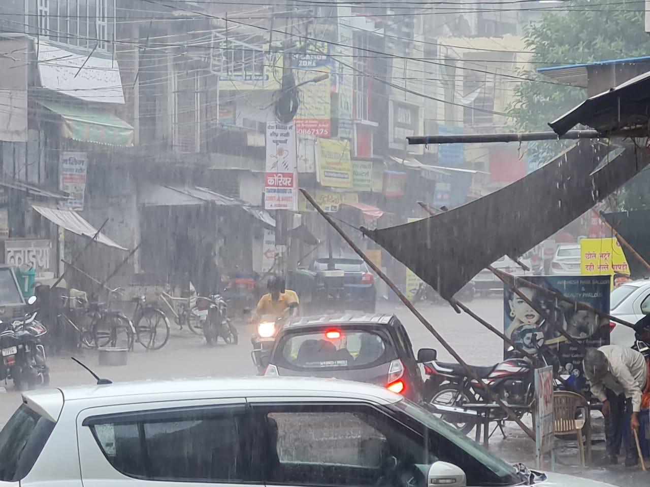 रेवाड़ी में तेज बारिश का नजारा।