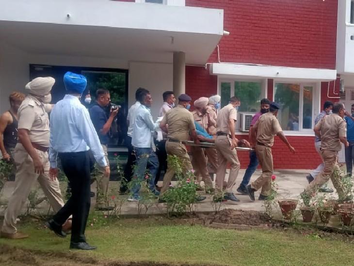 40 मिनट बाद पहुंची JCB, घायल मजदूर को एक घंटे रेस्क्यू ऑपरेशन के बाद पहुंचाया गया PGIMER|देश,National - Dainik Bhaskar