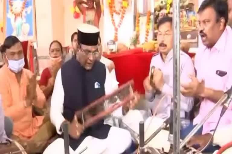 मध्य प्रदेश के मंत्री विश्वास सारंग ने भोपाल में हनुमान चालीसा का पाठ किया।