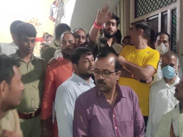 2017 में भाजपा नेता ने की थी बंगाल CM पर अभद्र टिप्पणी, पकड़ने सादे कपड़ों में पहुंची बंगाल पुलिस, भड़के कार्यकर्ताओं ने पीटा अलीगढ़,Aligarh - Dainik Bhaskar