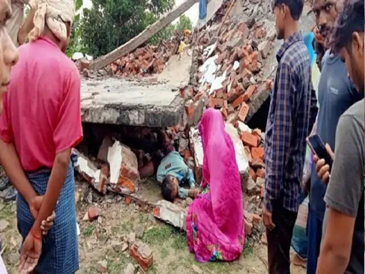प्रयागराज के अलग-अलग इलाकों में मकान ढहने से पांच लोगों की मौत हो गई।