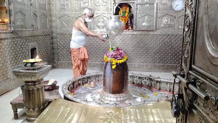 उज्जैन में महाकाल के पंडितों ने पीएम मोदी के लिए किया मंदिर और शिप्रा नदी में दुग्धाभिषेक उज्जैन,Ujjain - Dainik Bhaskar