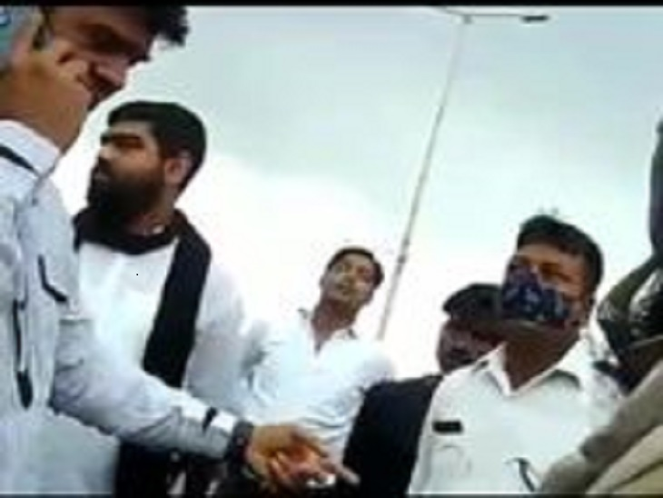 कानपुर के विधायक की पुलिसकर्मी से 2 मिनट नॉनस्टाप अभद्रता, बोले- होश में रहना, वर्दीगीरी घुसेड़ दूंगा|कानपुर,Kanpur - Dainik Bhaskar