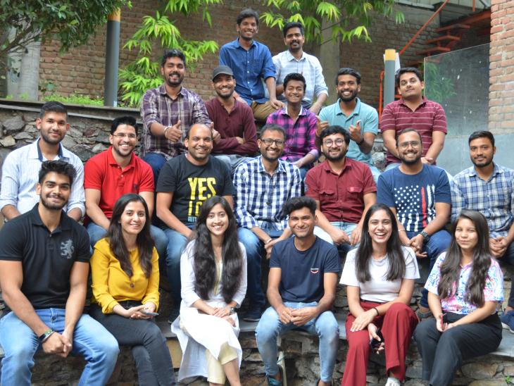 पुनीत की टीम में 70 से ज्यादा लोग काम करते हैं। ये अलग-अलग बैकग्राउंड के लोग हैं, जो ऐप के मैनेजमेंट से लेकर मार्केटिंग तक का काम करते हैं।