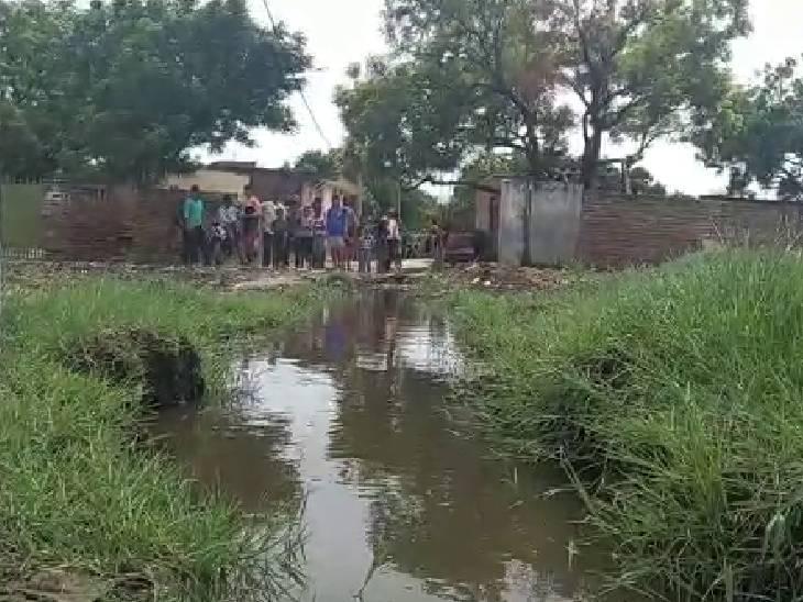 गांव में बेकार का अंबार