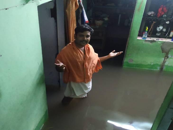 कानपुर रोड सेक्टर एच निवासी ज्ञानेश पांडेय घर हर साल हजारों रुपए का सामान बर्बाद होता है