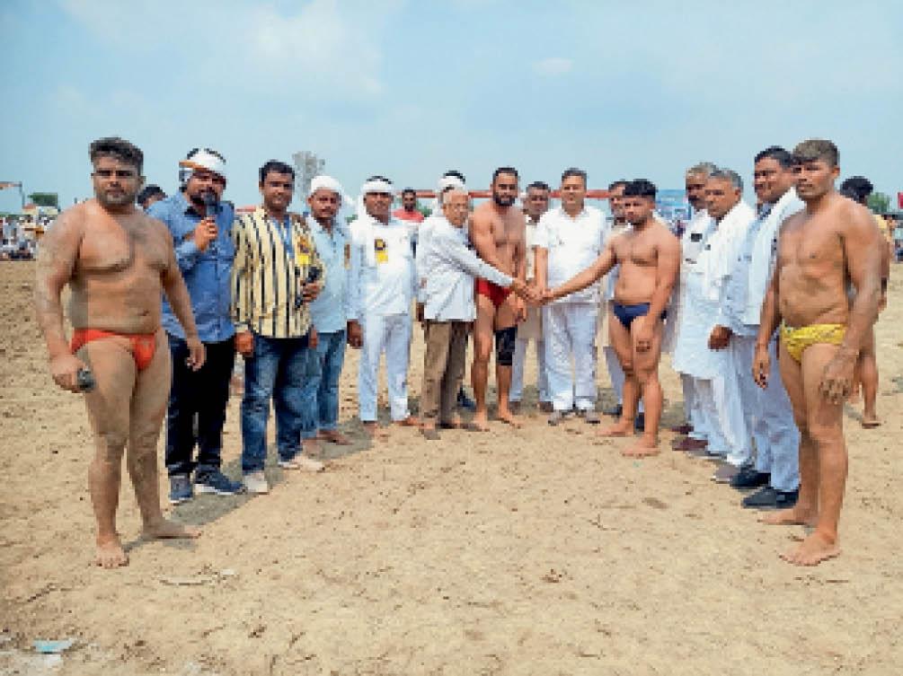 रणवीर मान ने महाराष्ट्र के प्रवीन को हराकर जीता 21 हजारी दंगल|निसिंग,Nising - Dainik Bhaskar