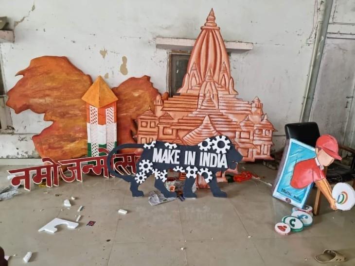 भाजपा कार्यालय में प्रदर्शनी।