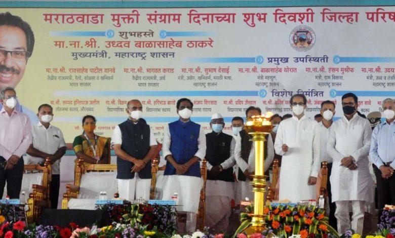 इस कार्यक्रम में रेल राज्यमंत्री राव साहब दानवे और शिवसेना के कुछ नेता और मंत्री शामिल हुए थे।