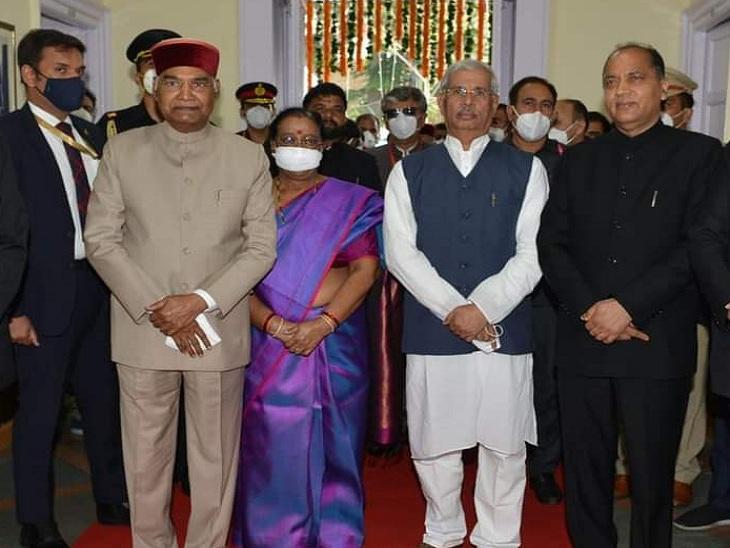 विधानसभा सदस्यों के साथ राष्ट्रपति कोविंद।