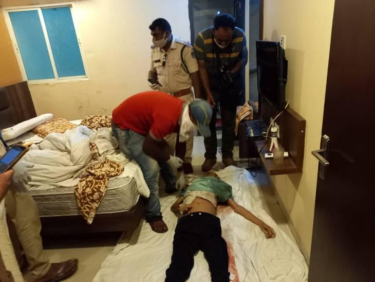 बाथरूम मेंदिव्यांग काशव मिला, बीमारी से मौत की आशंका, पीएम से होगा खुलासा, बिन बताये उज्जैन पहुंचा था उज्जैन,Ujjain - Dainik Bhaskar